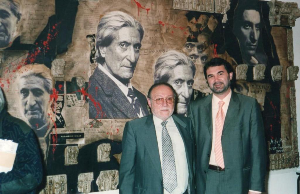 Antes del acto, Quintana posó junto al mural de Arturo Cuadrado