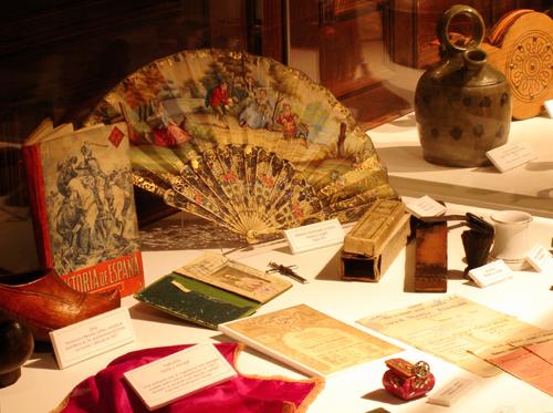 Objetos personales, documentación y enseres en la colección permanente del museo