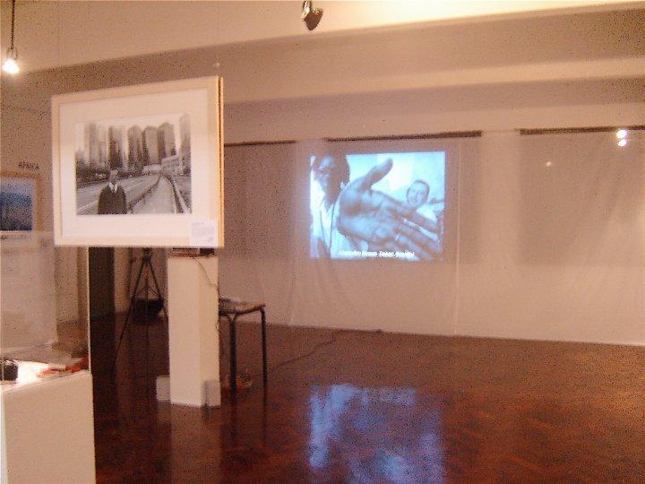 También se puede ver un documental que resume el espíritu de la exposición