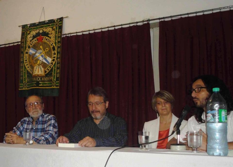 Farías ofreció una contextualización del momento histórico en el que se gestó el exilio