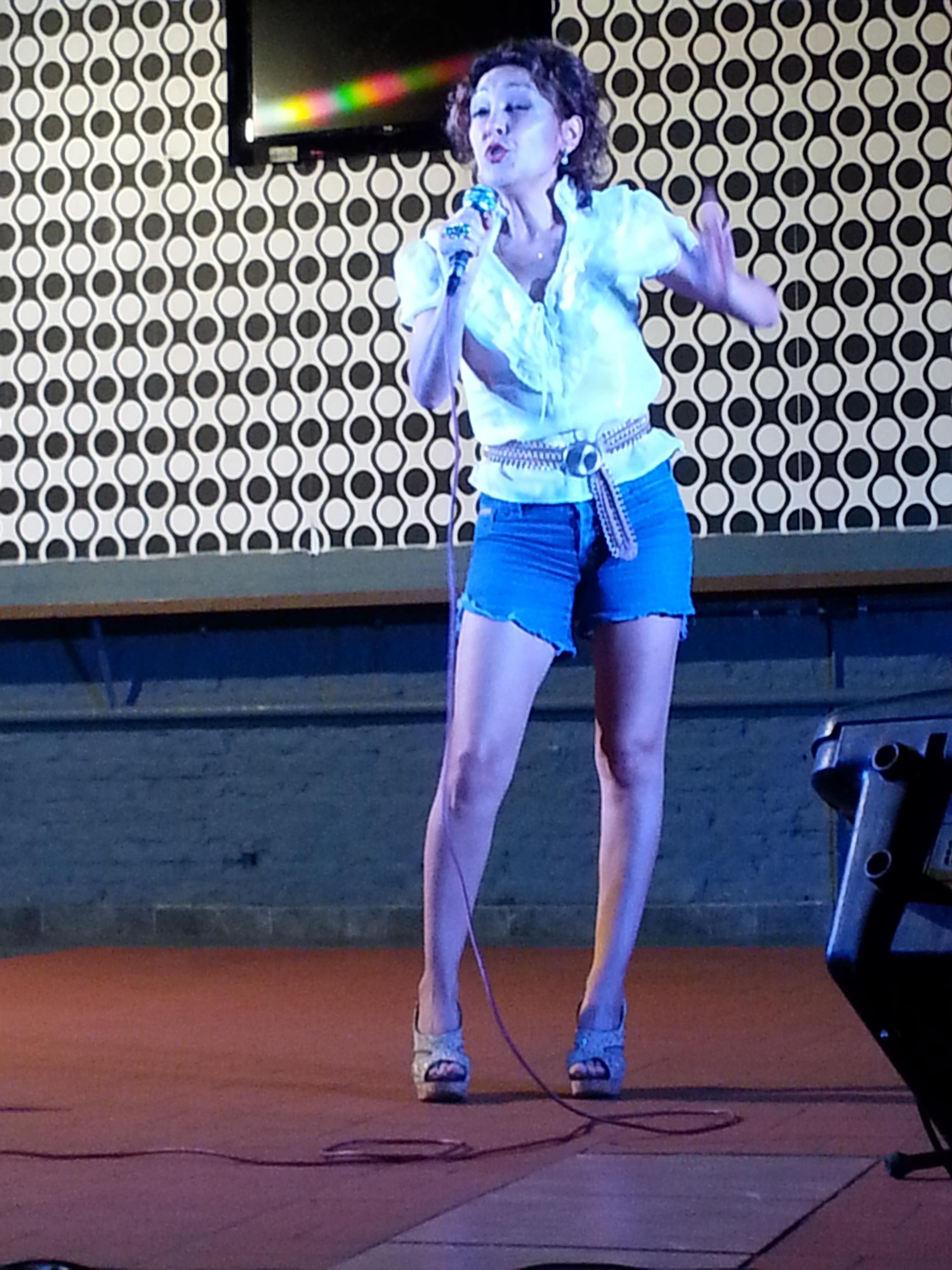 Canciones gallegas y varios tangos fueron el repertorio de Lorena Lores