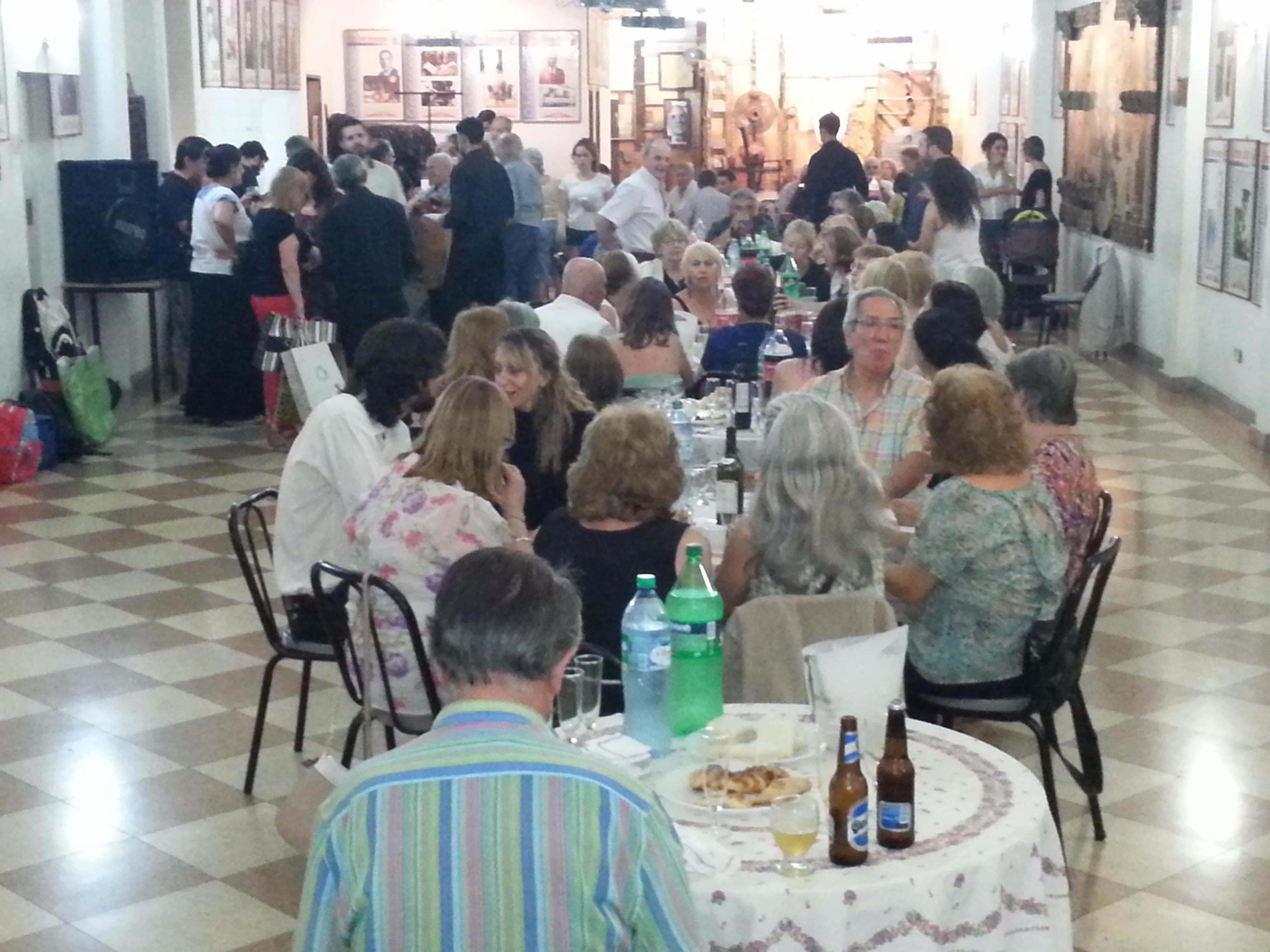 Invitados especiales y público compartieron un vino de honor por esta celebración del MEGA