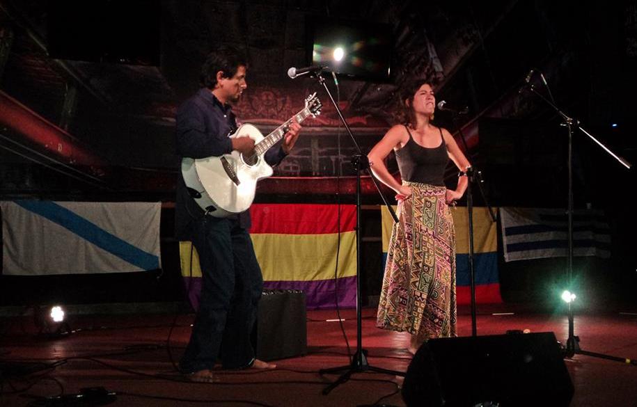 La colombiana Laura Morales ofreció su arte en el Teatro Bambalinas
